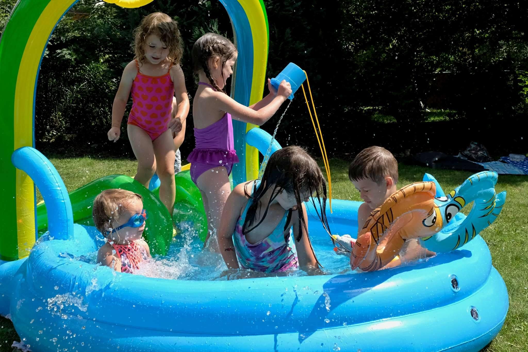 letní zábava u vody