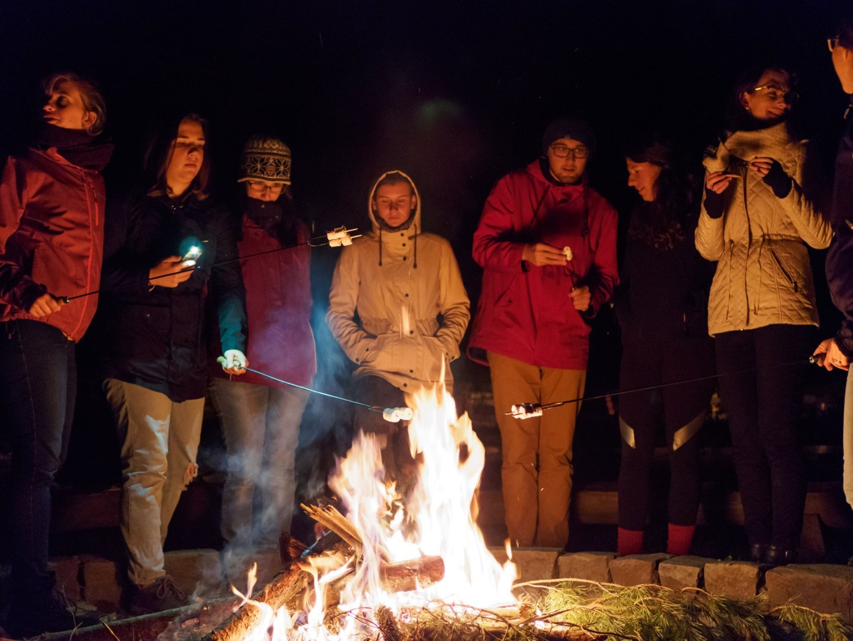 rodinná atmosféra u táboráku